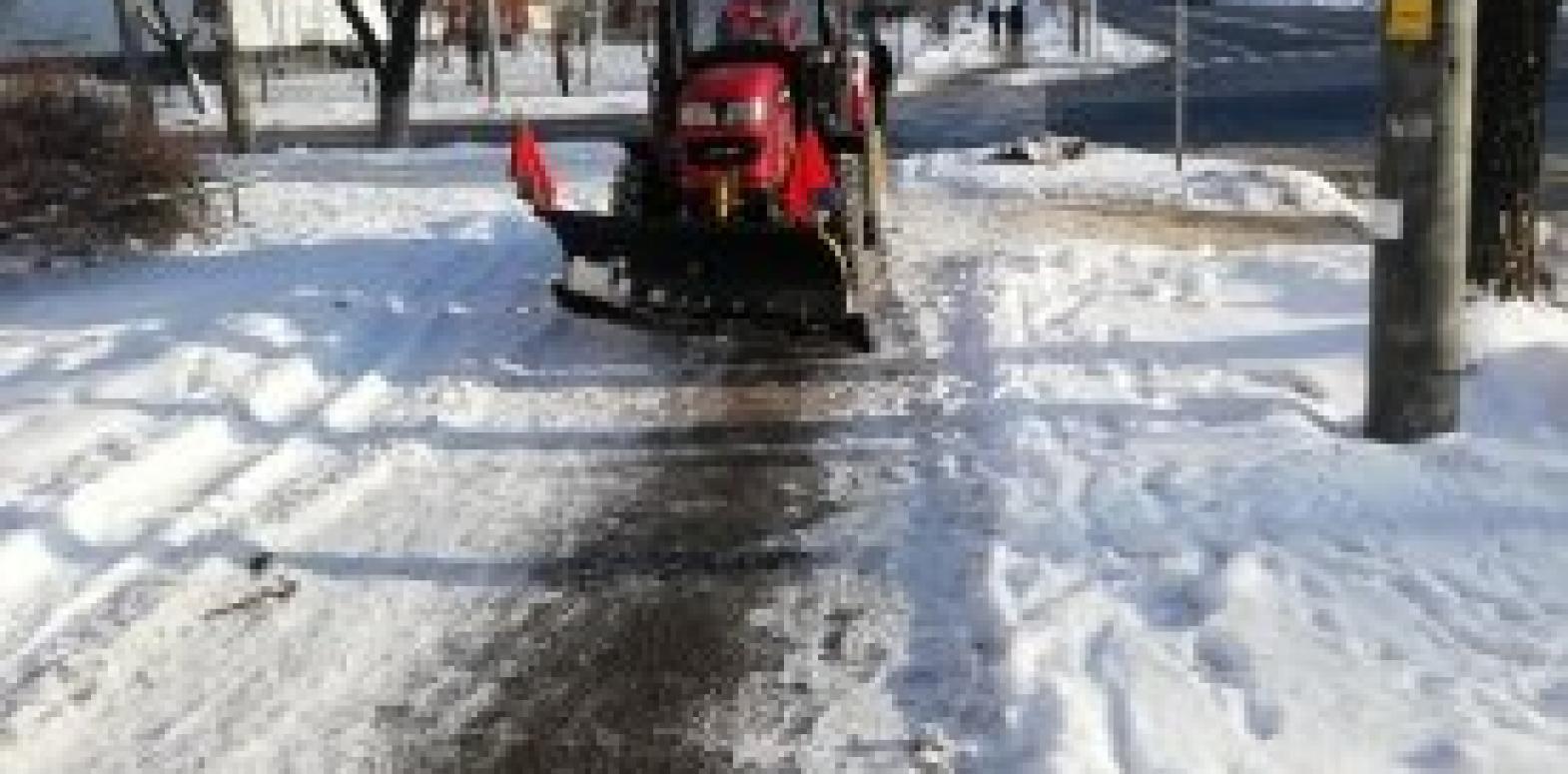 Непогода в Киеве: На дорогах работает 163 единицы снегоуборочной техники
