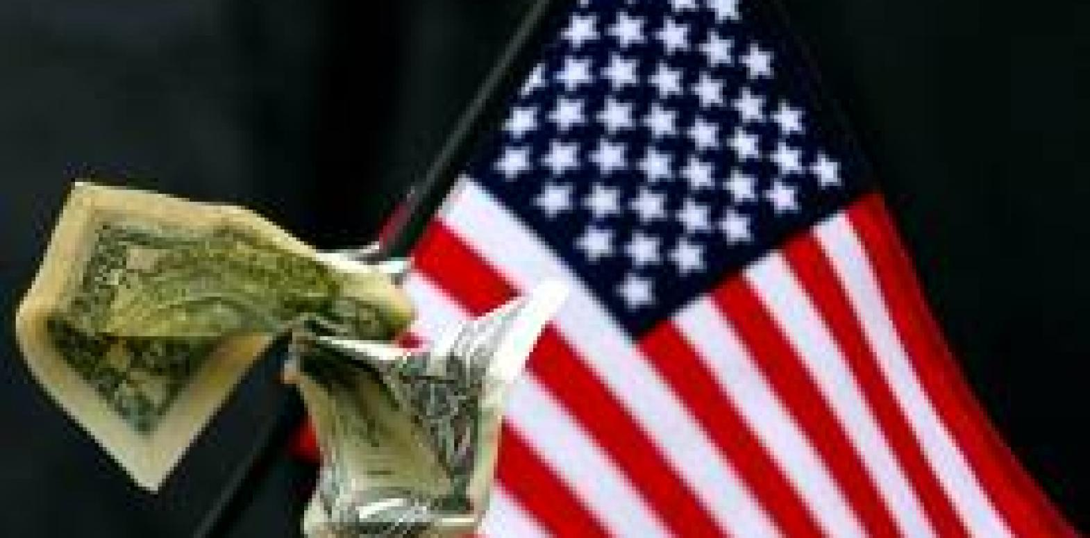 Если в США все так плохо, почему доллар не падает?
