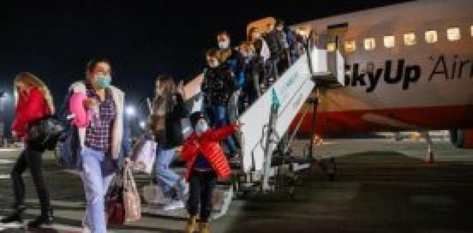 Противодействуя коронавирусу: Помогут ли действующие запреты и ограничения от украинской власти?